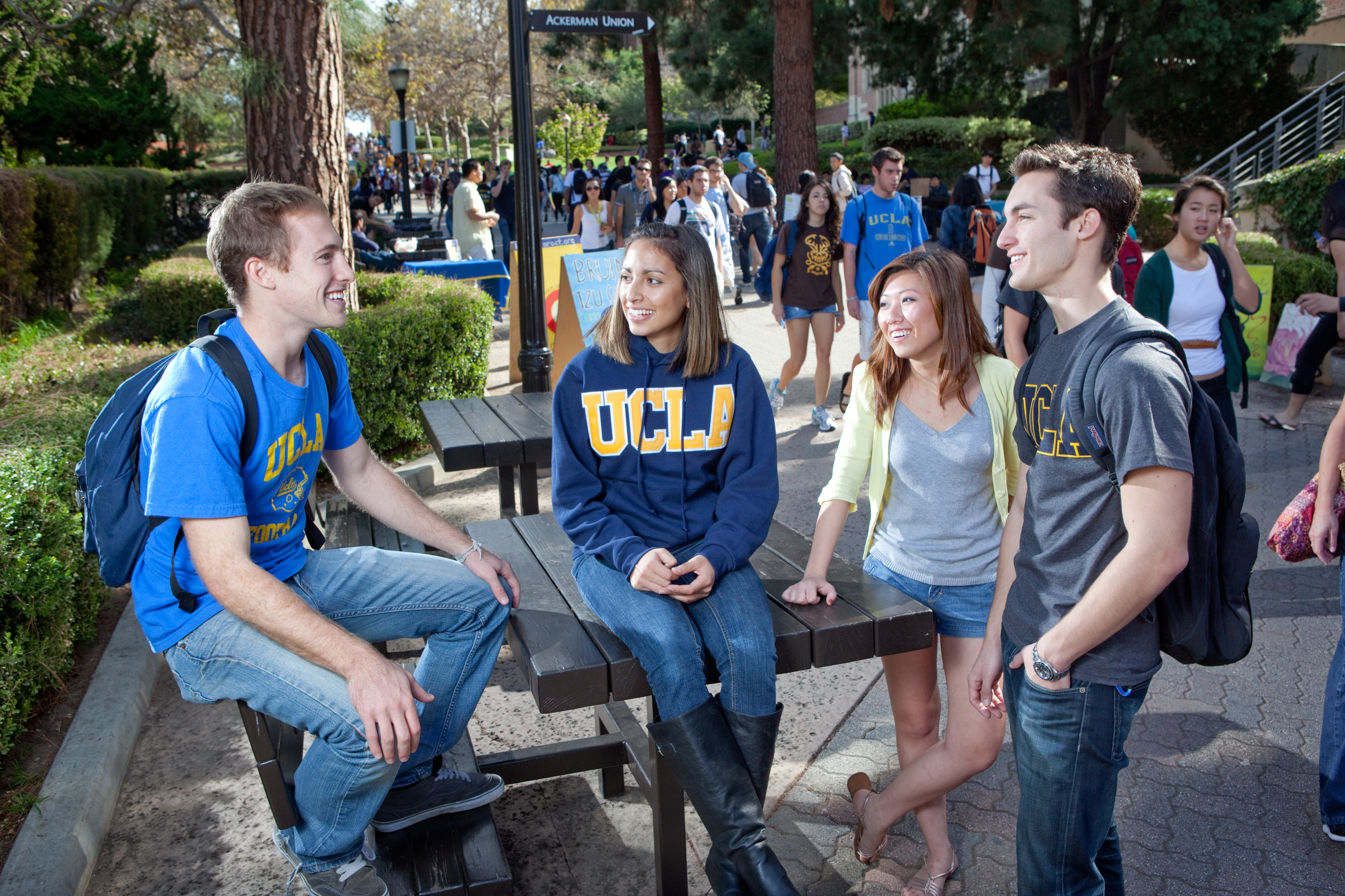 students on bruin walk�photo credit gavin holt 171 ucla